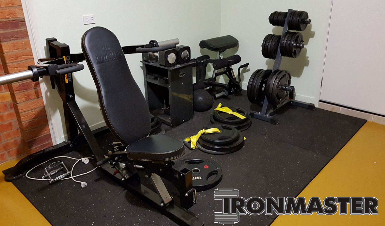 Stuarts powertec garage gym